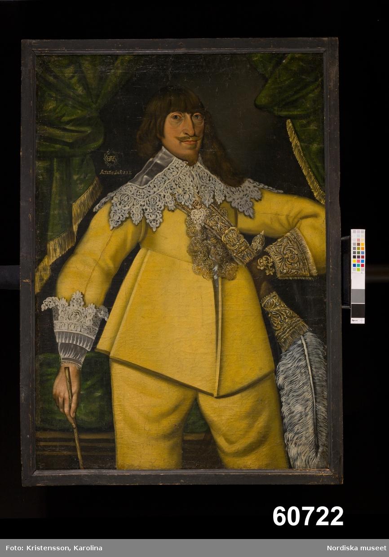 Herrporträtt, knästycke, kyller och byxor av gult skinn, spetskrage.
