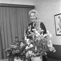 Serie bilder av Ingrid Bjoner, sangerinne.