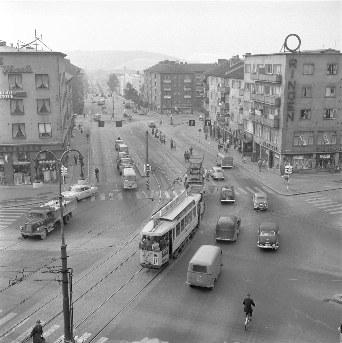 Trondheimsveien, Carl Berner, Oslo, 28.08.1958. Trafikk og bebyggelse.