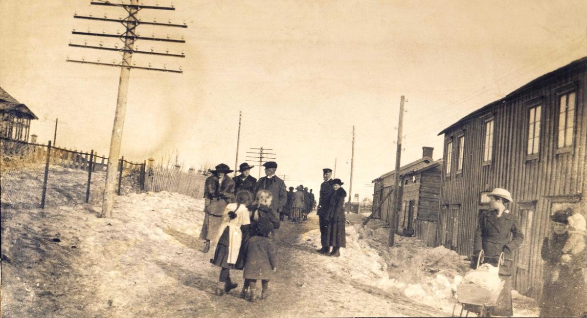 Folk på tur i Vadsø  1917-1918.