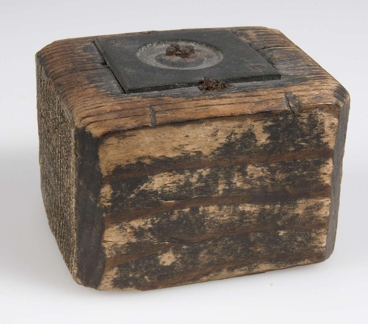 Sannolikt gjutform, stomme av trä och form av järn.
