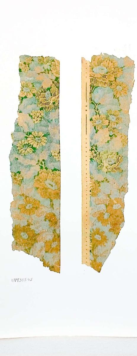 Två stycken tapetprover  med tryckt mönster i grönt, gult och brunt.  Kartongen är numrerad på baksidan: 170 4.