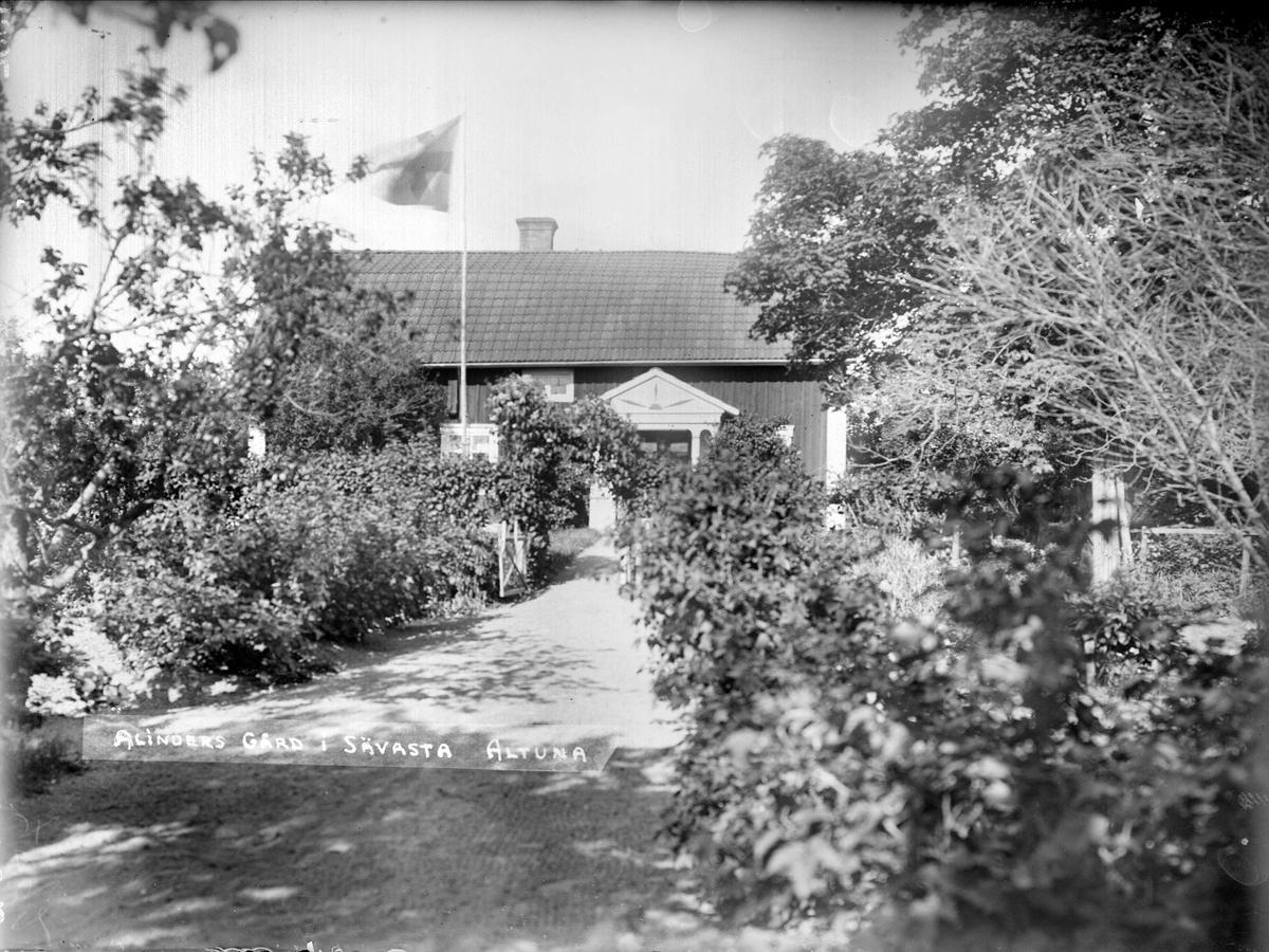 Trädgården, John Alinders gård, Sävasta, Altuna socken, Uppland 1932