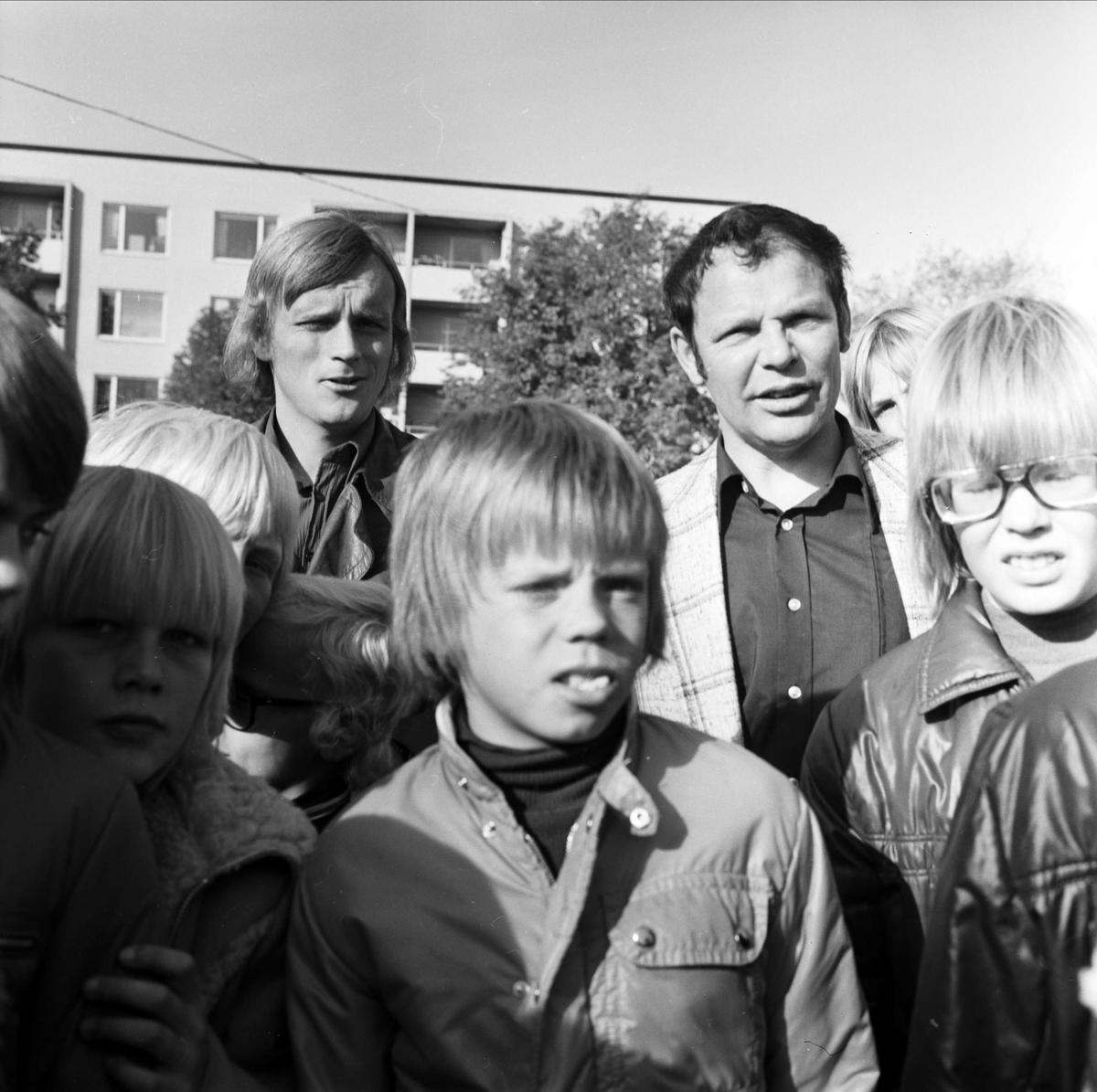 """""""Fotbollspojkar i Tierp på utflykt"""", Tierp, Uppland oktober 1973"""