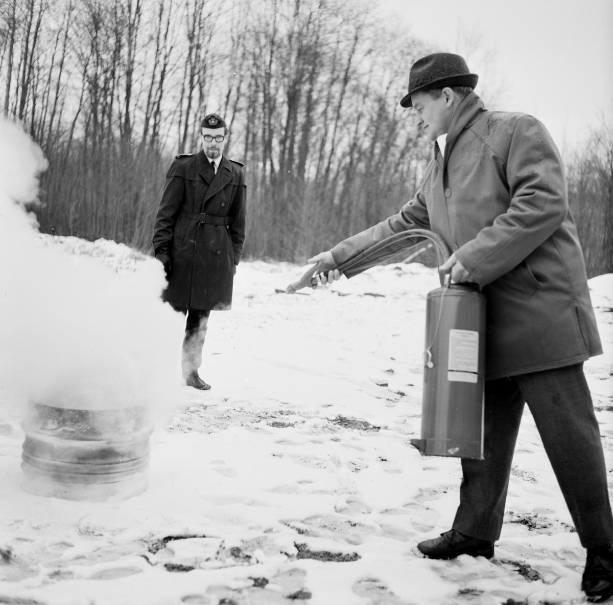Brandskyddskurs i Strömsbergs bruk, Uppland, april 1968