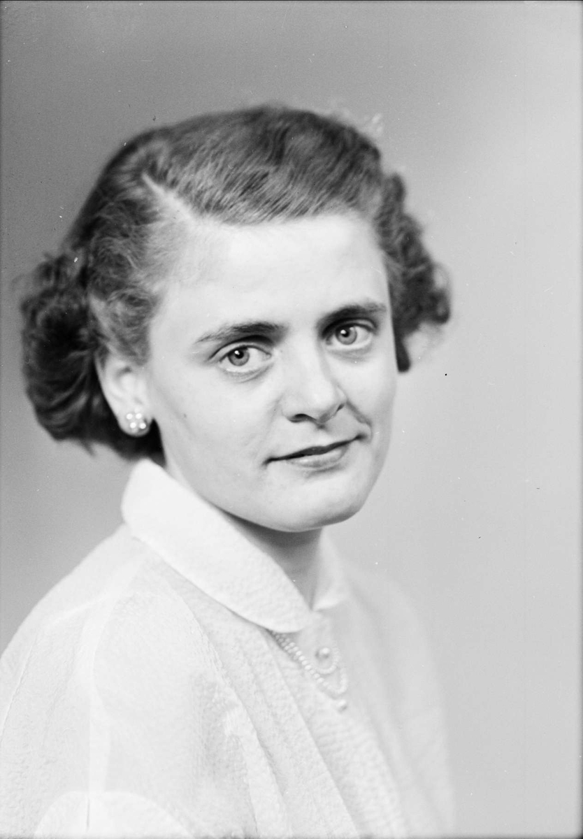 Ateljéporträtt - Kerstin Blomberg, sannolikt Uppsala, 1953