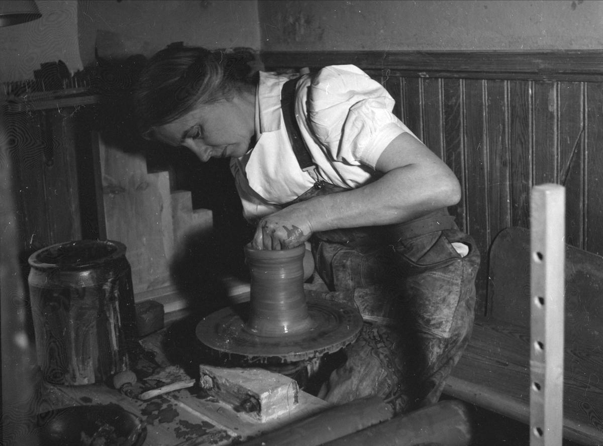 Keramikern Ingrid Triller, Tobo, Tegelsmora socken, Uppland