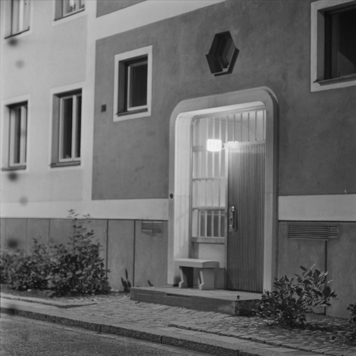 Ingången till bostadshus på Svartmangatan 13, kvarteret S:t Johannes, Fjärdingen, Uppsala