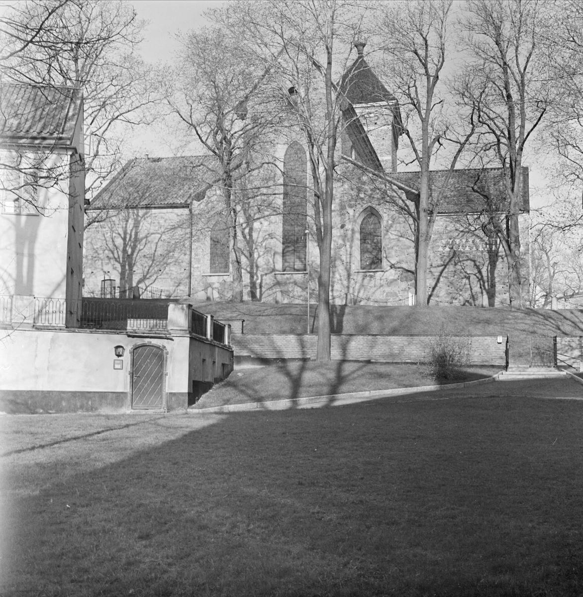"""""""riddartorget mot Universitetet"""" - Helga Trefaldighets kyrka i kvarteret Oden, Fjärdingen, Uppsala"""