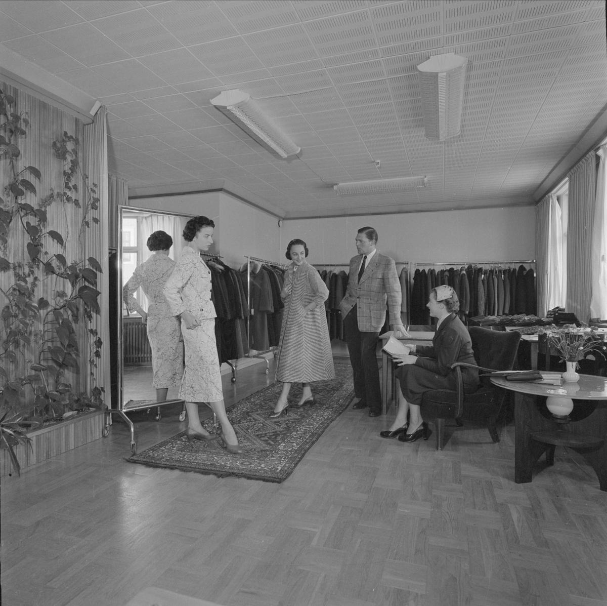 Textilindustri - visning av kläder, sannolikt Uppsala