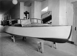 """""""Präktig motorbåt byggd av arbetslösa blir lotterivinst"""", Up"""
