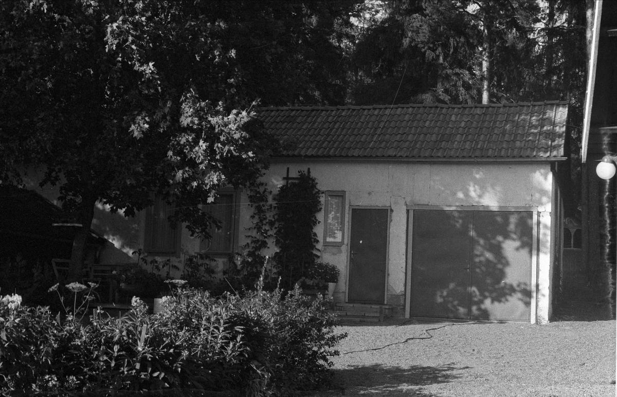 Förråd och före detta hönshus, Lundbo, Ärentuna socken, Uppland 1976