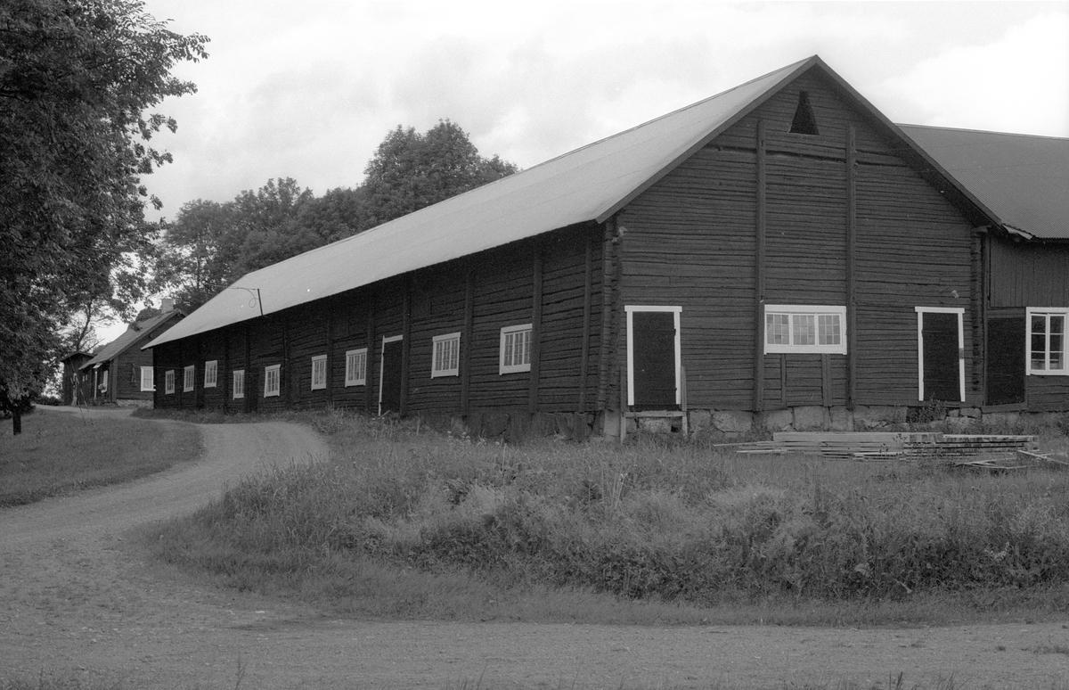 Ladugård, Vallhov 2:1, Vallhov, Jumkil socken, Uppland 1983