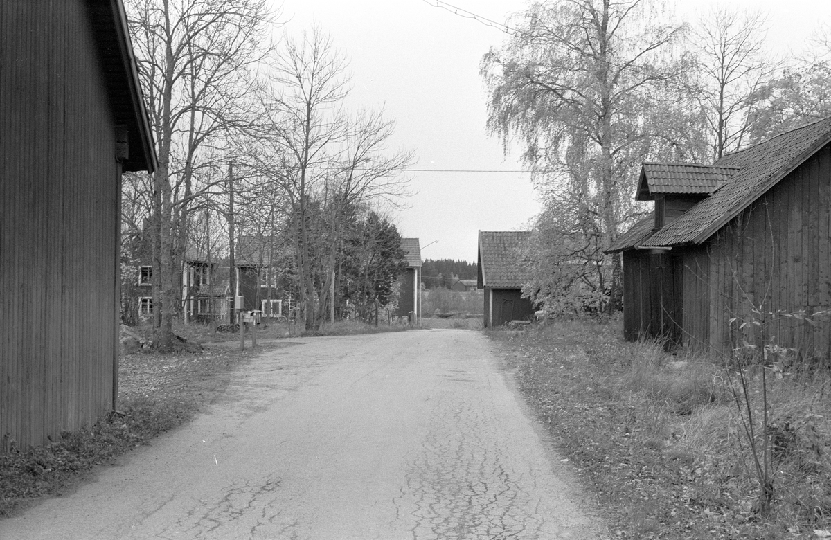 Ladugård och vagnslider, Jumkils-Dalkarlsbo 1:1, Dalkarlsbo, Jumkil socken, Uppland 1983