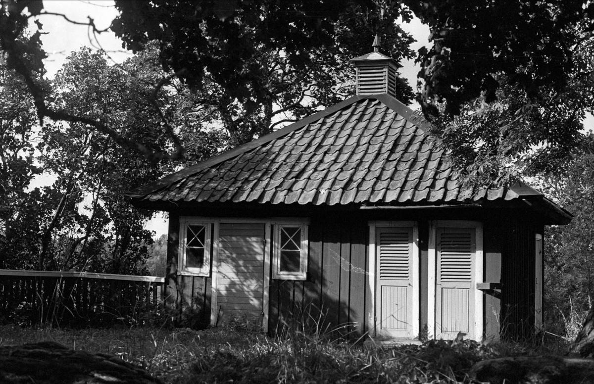 Trädgårdsbod och hemlighus, Stora Väsby S:1, Almunge socken, Uppland 1987