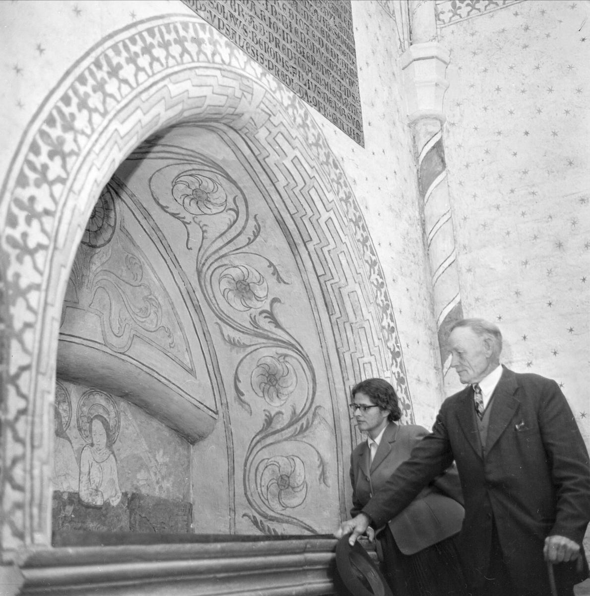Upplands fornminnesförenings höstutflykt, Västeråkers kyrka, Uppland oktober 1961