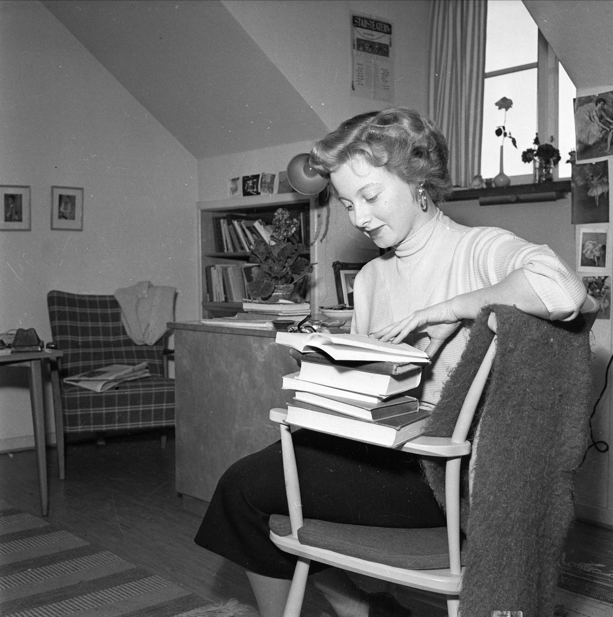 Interiör från en studentlägenhet i Studentstaden i Uppsala, 1955