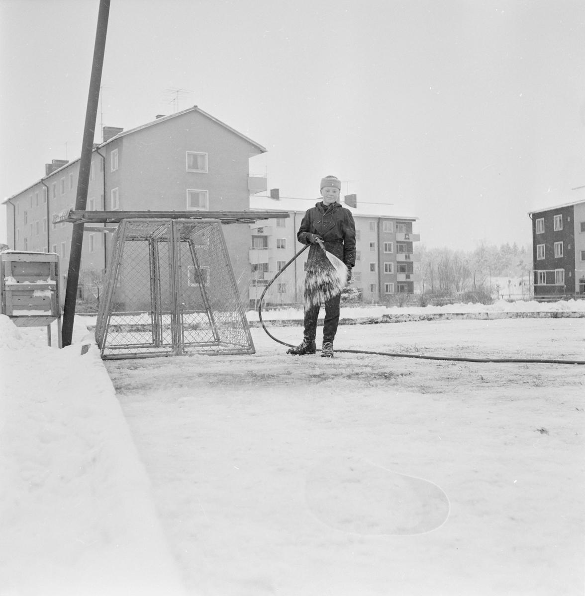 Spolning av ishockeyplan, Uppsala januari 1961