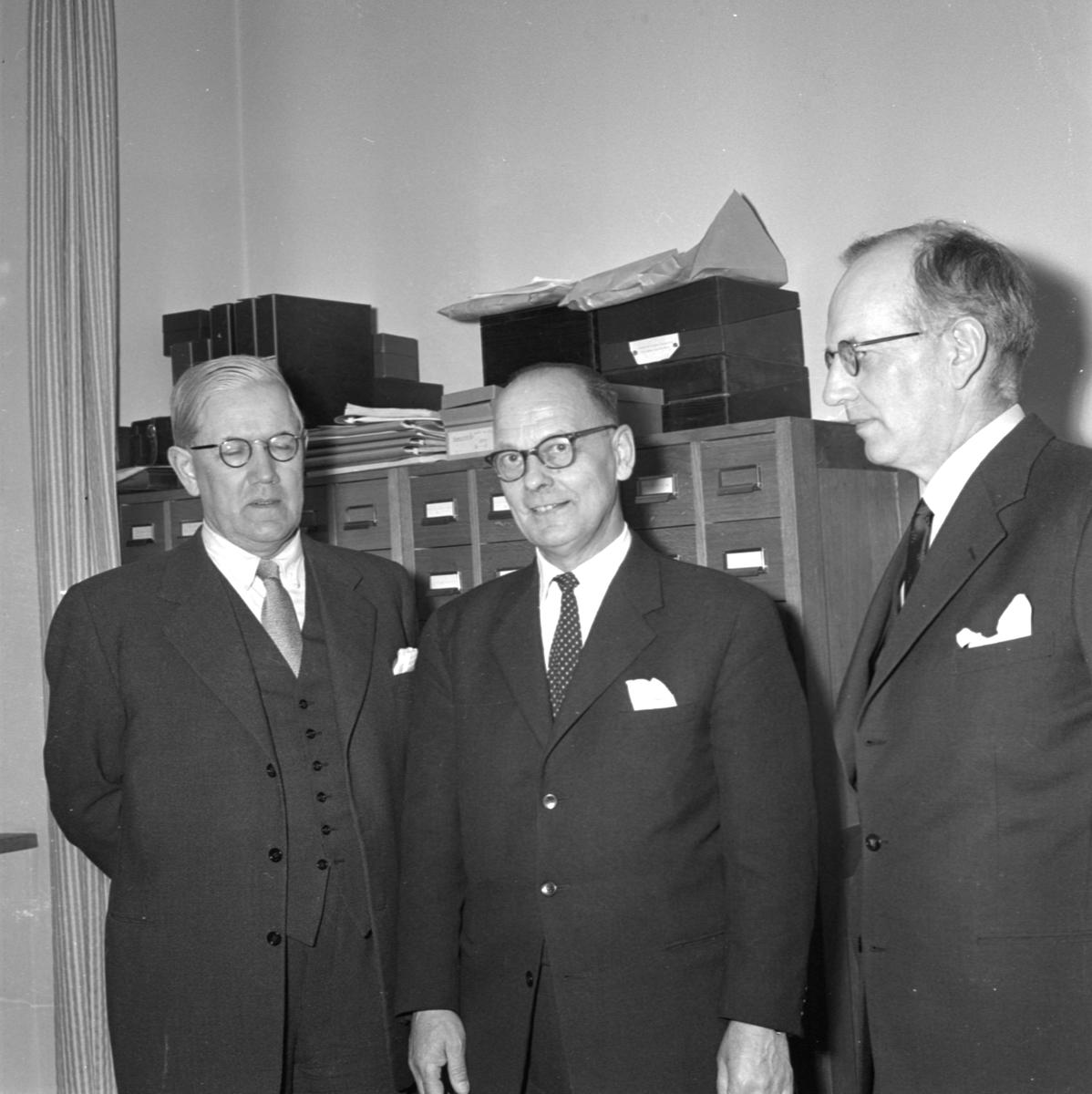 Professor Björn Collinder tillsammans med professorerna Gösta Bergman och Valter Jansson, Uppsala april 1958