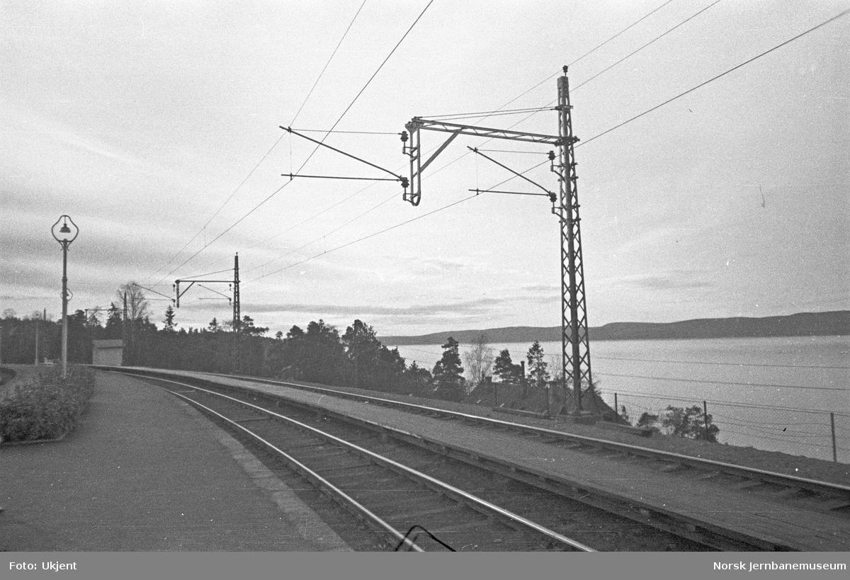 Elektrifisering av Østfoldbanen : ferdig kontaktledningsanlegg
