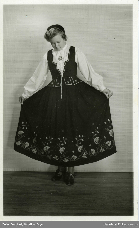 Ingeborg Stubstad i Vestoppland bunad