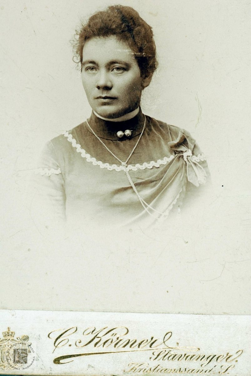 Portrett av Anna Brandsdal i unge år. Fra Grindheim.