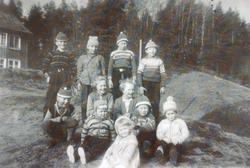 Samling av barn i Selandsdalen. Grindheim senere Audnedal.