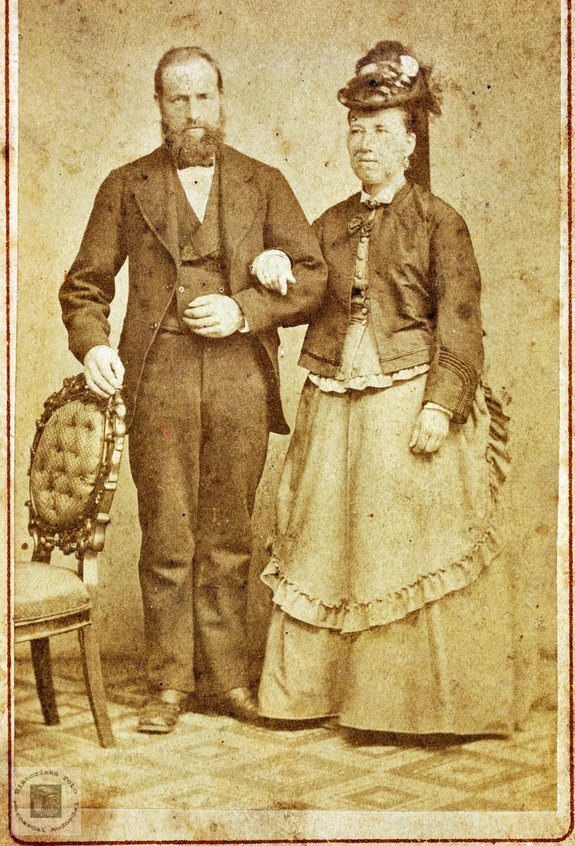 Portrett av ukjent ektepar trolig med tilknytning til Leland. Grindheim.