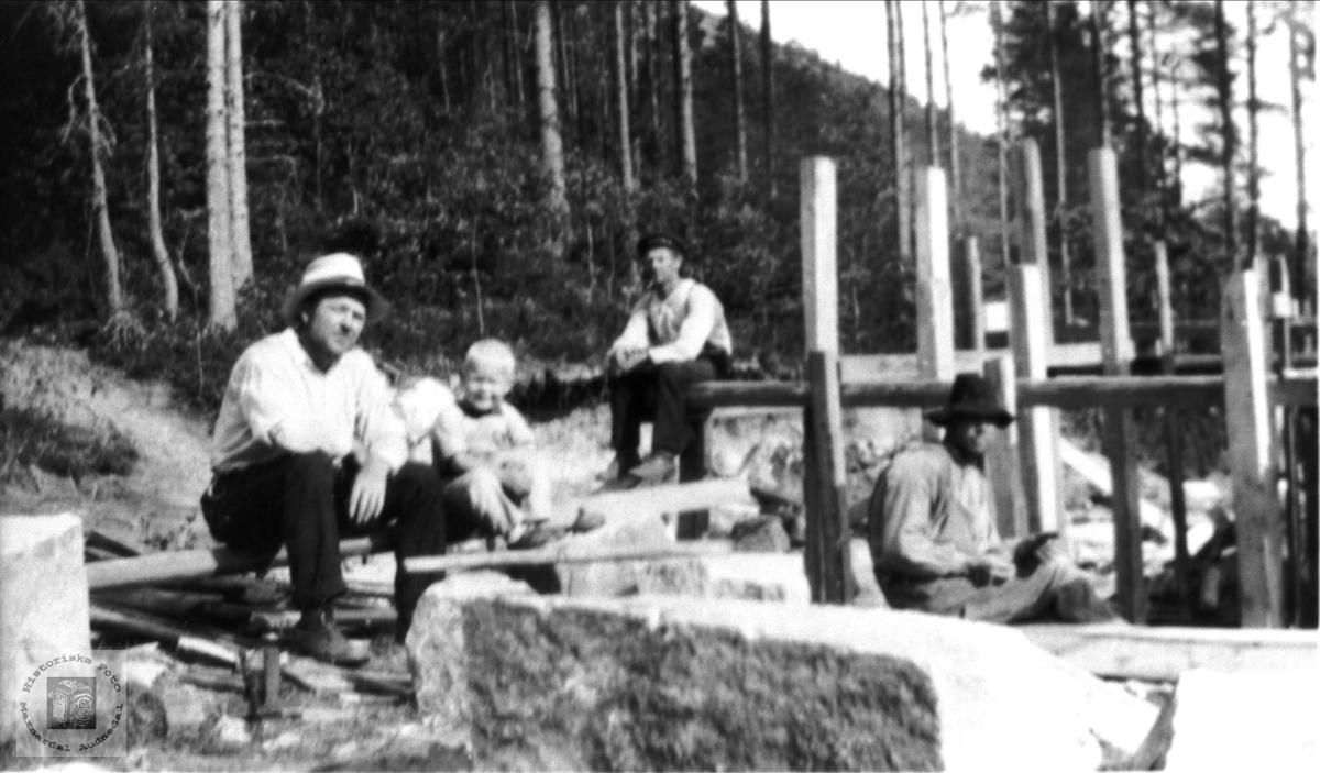 Oppføring av grunnmur i Hommen, Bjelland.