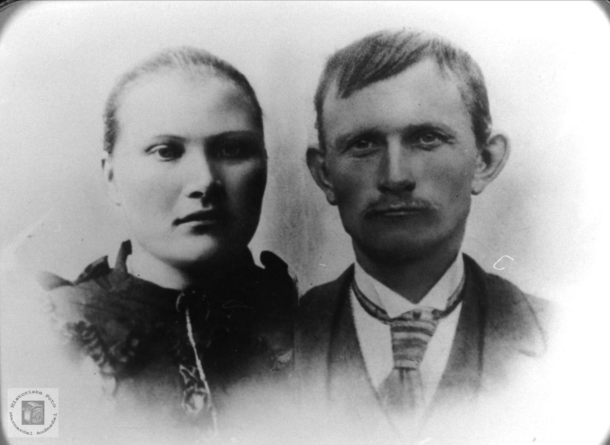 Portrett av Tarjerd Abelset gift Hjemlestad og John Hjemlestad, Bjelland.
