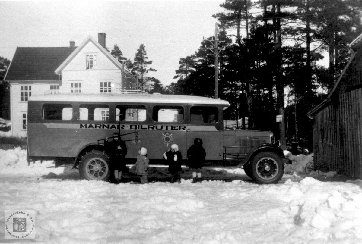 Bussen til Marnar Bilruter i Bjelland sentrum.