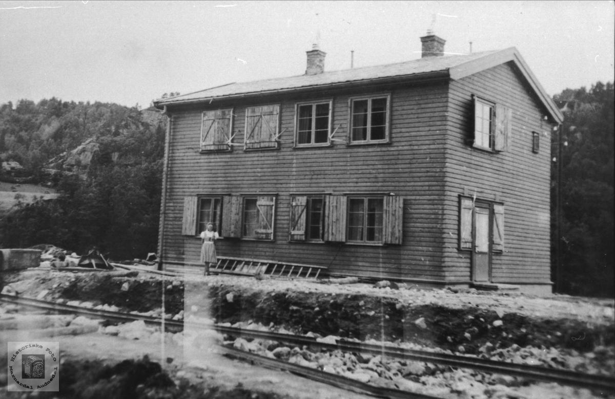 Leivoll stasjon, Laudal.