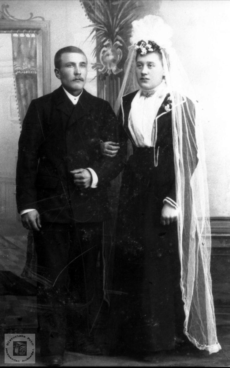 Brudebilde Johanne Simonsdtr Monen og Knut Bentsen Finsdal, Øyslebø.