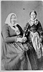 Dobbelportrett av Gunhild Åkset Heddeland og Gunhild Sørine
