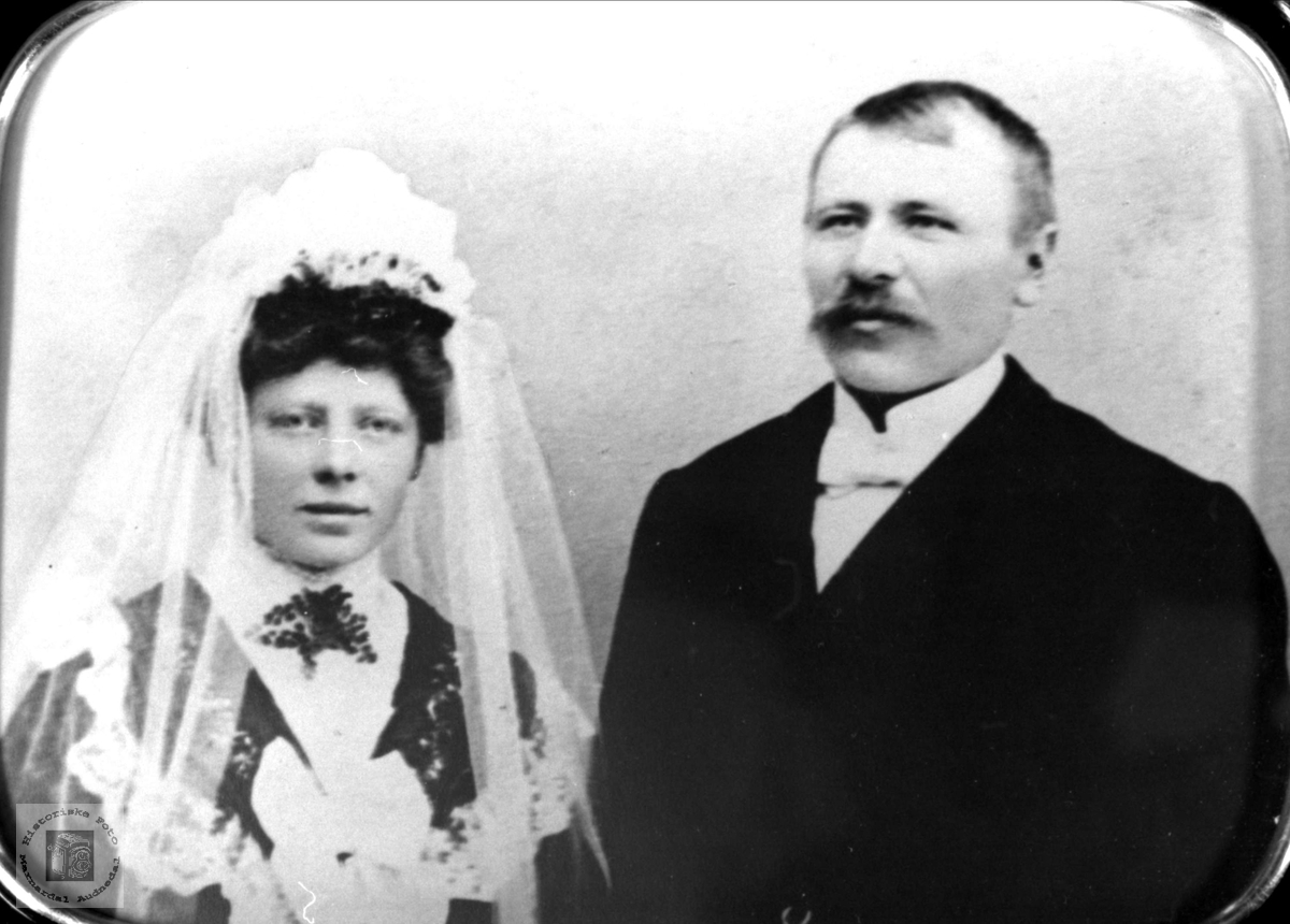Brudeparet Thøri og Tobias Gabrielsen, Øyslebø.