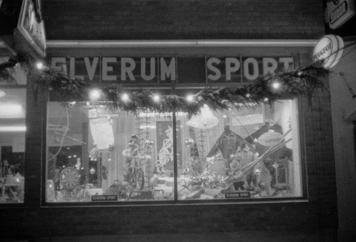 Butikkvindu i Leiret. Elverum Sport.