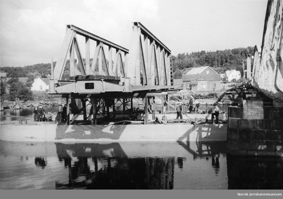 Bru over Lågen ved Larvik - utløfting av spenn 2