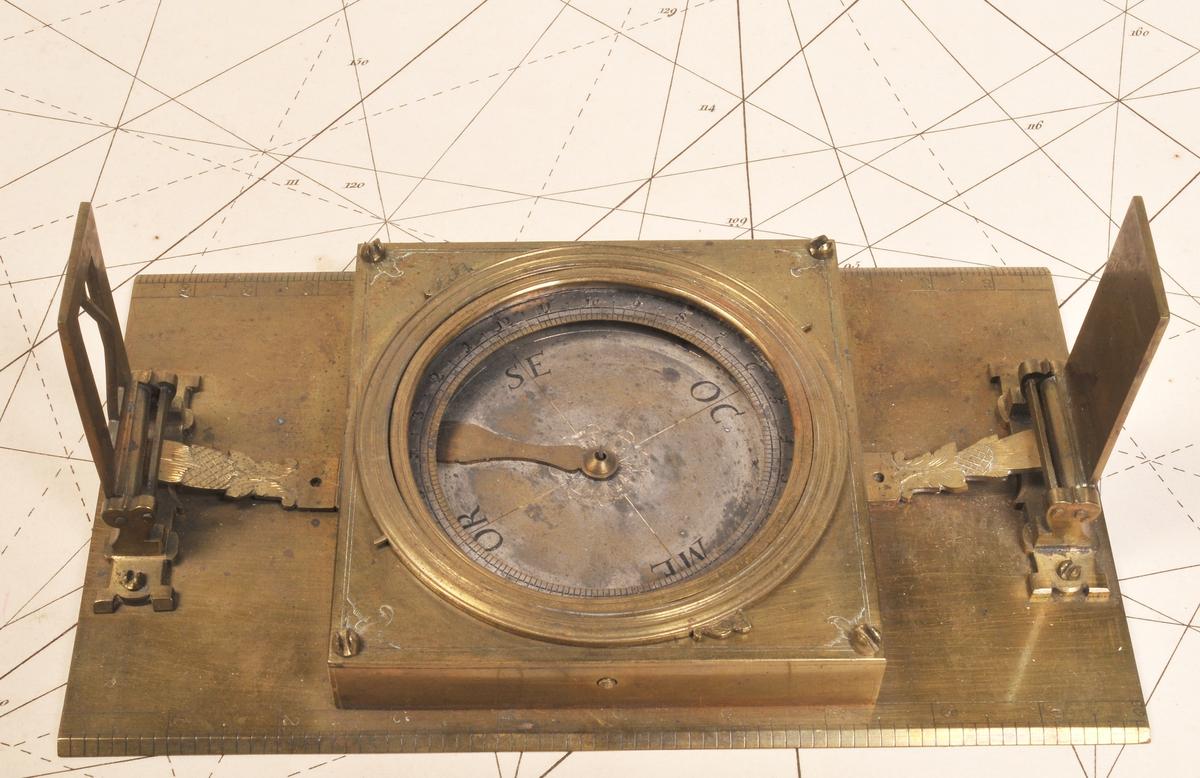 Kompass, i  kasse. Fra  ' OAKLAND'