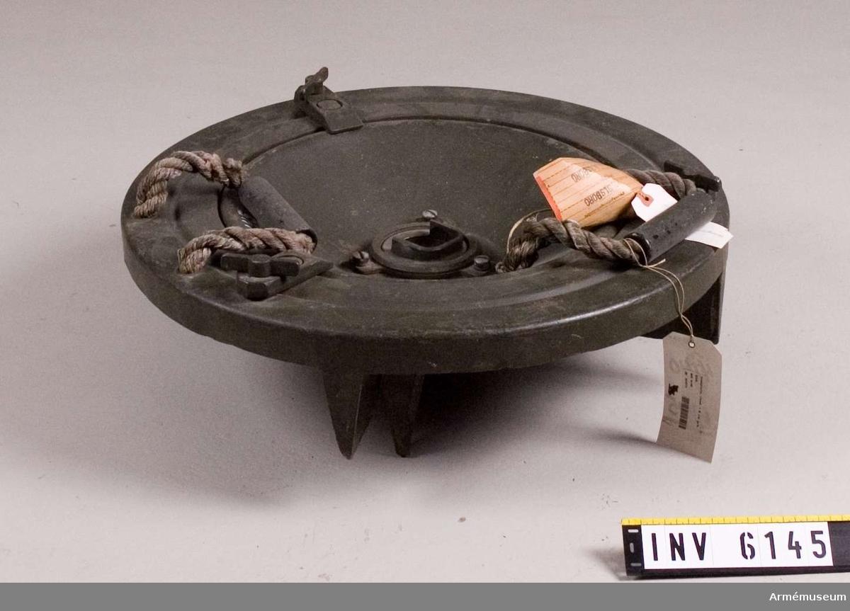 Rund, delbar försöksmodell till granatkastare, USA. Vikt: 15 kg.