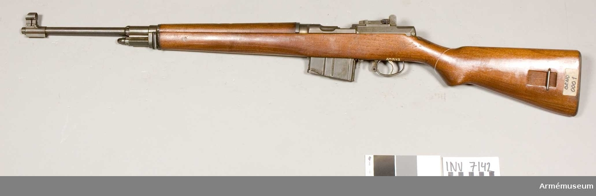 Tillverkningsnr 0001. Tillverkare Zbrojovka Brno Narodni Podnik Tjeckoslovakien. Märkt ZK 420 - S (Z) Made in Czechoslovakia CAL. 6.5 mm. Vapnet har provats i Sverige.
