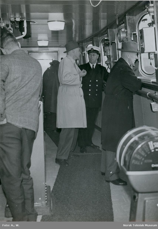 Fra styrehuset under prøvetur med tørrlasteskipet M/S Atlantic Trader (tidl. M/S Bluebird), B/N 533 i Oslofjorden 26. september 1961. Skipet ble levert av Akers Mek. Verksted 6. oktober 1961 til Gulf Stream Trading ltd. v/ Federal Nav. & Com. ltd.