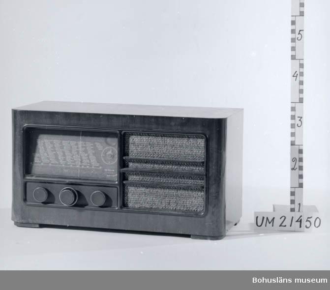 Radiomodell lanserad år 1937/1938. Skiva med engelska radiostationer.
