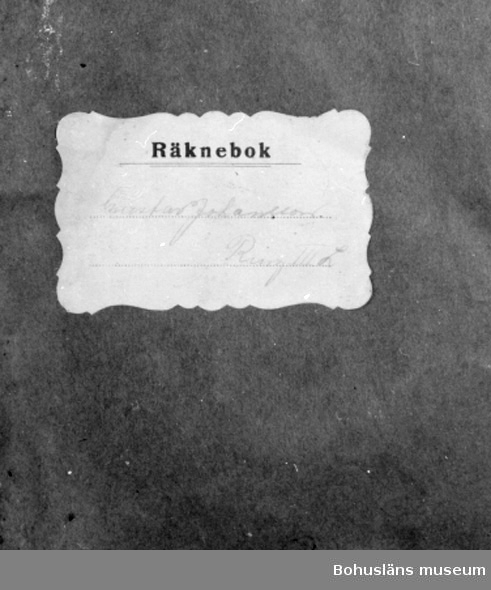 """594 Landskap BOHUSLÄN 503 Kön MAN  Blå pärm med etikett.Text: """"Gustav Johansson Ring III L"""".  UM 133:12"""
