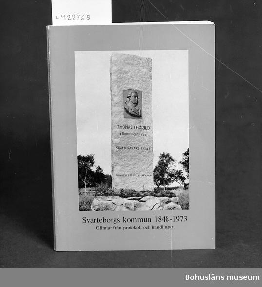 """""""Svarteborgs kommun 1848-1973 glimtar från protokoll och handlingar  av Gustav Uleberg."""" Se UM22759.   För upplysningar om ägarna, Gunnar och Greta Karlsson, se UM18527. Gåvan omfattar UM22759 - UM22779."""