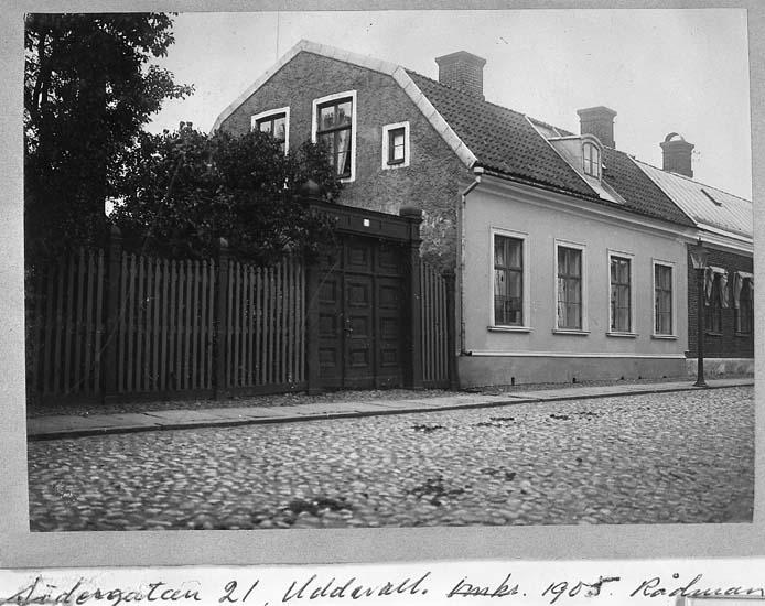 """Södergatan 21 Uddevalla, omkr 1905. Rådman E. Nyborgs fastighet"""