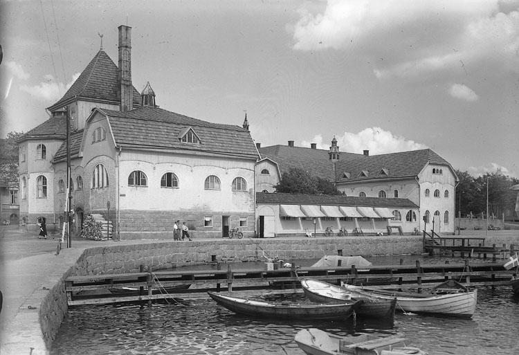 """Enligt AB Flygtrafik Bengtsfors: """"Strömstad badhuset Bohuslän""""."""