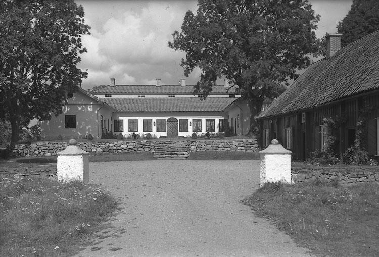 """Enligt AB Flygtrafik Bengtsfors: """"Skredsvik Gullmarsbergs Säteri Bohuslän""""."""