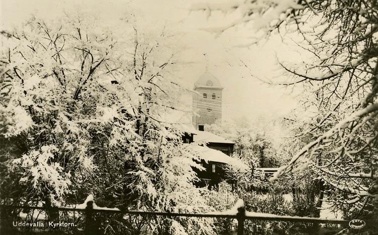 """Tryckt text på bilden: """"Uddevalla kyrktorn.""""    ::"""