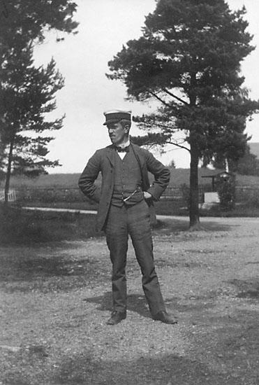 """Enligt noteringar: """"Doktor Kinnwall, Tulseboda 1909."""""""