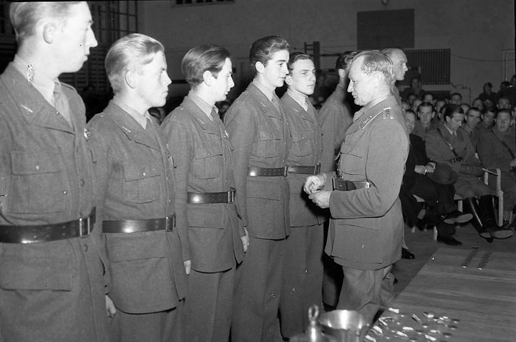 """Enligt notering: """"Gust Adolfsdagen 6/11 1947""""."""